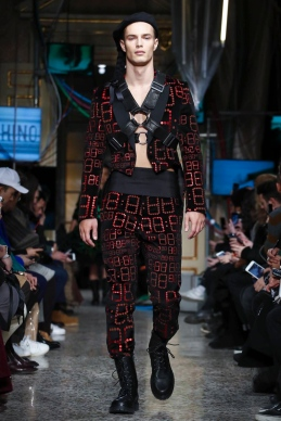 Moschino, Fashion Show, Menswear Collection Fall Winter 2017 in Milan